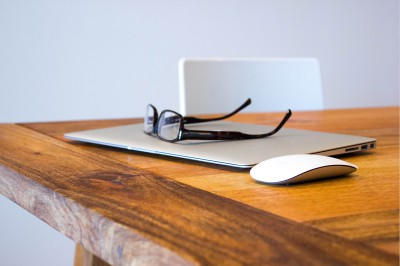 photo-of-laptop-and-glasses-on-table